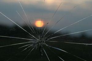 cracked-windshield